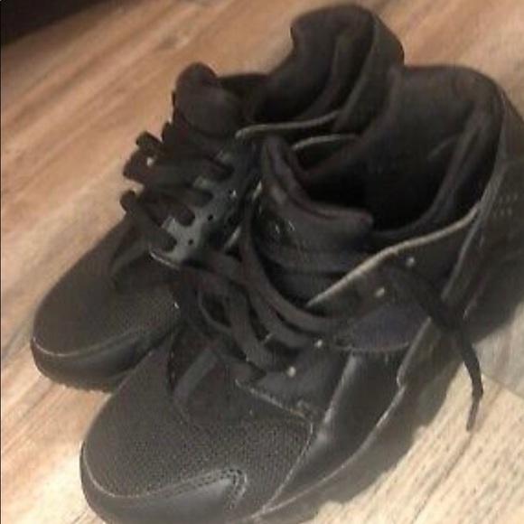 black huaraches size 6